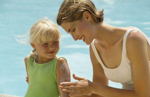 How to Tell When You Need to Reapply Sunscreen!